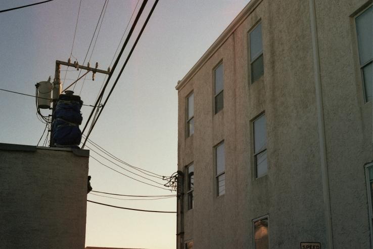 Building in an alleyway